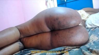 Il abuse de la chate et des grosse fesses de la nigeriane