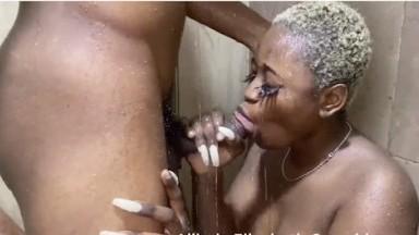 Sucette puis baise dans les toilettes